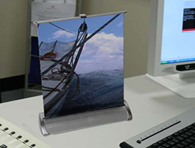 Desktop Pull Up Stand